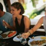 别让胃痛来找茬 OL上班族需警惕5种吃饭方式